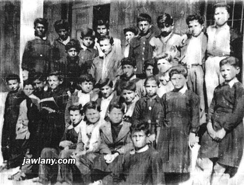 أرسلت من قبل الشيخ أبو ماجد سليمان سيد أحمد التقطت عام 1956 - ويظهر فيها طلاب الصف الخامس في مدرسة مجدل شمس