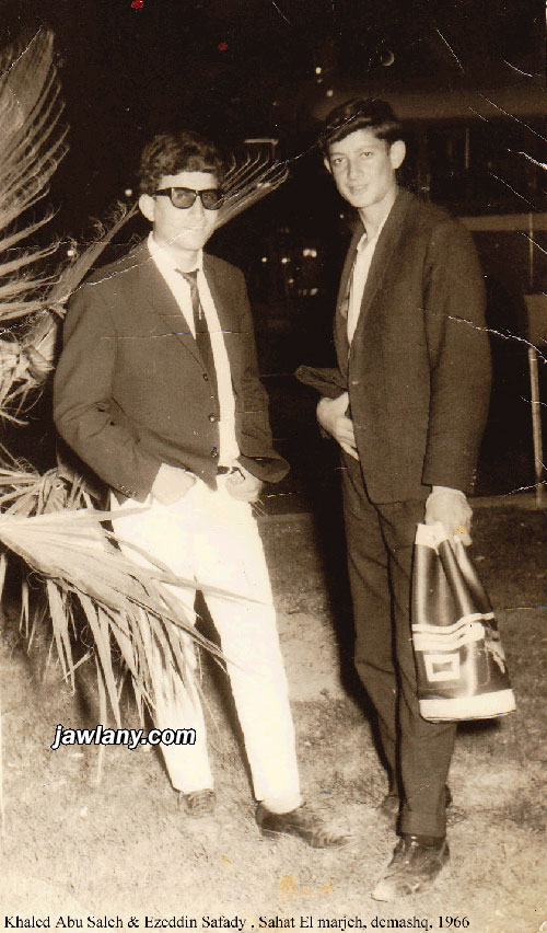 أرسلت من قبل السيد عز الدين الصفدي (السويد) الصورة التقطت في العام 1966 في دمشق، ويظهر فيها السيد عز الدين الصفدي المقيم في السويد والمرحوم خالد مزيد أبو صالح